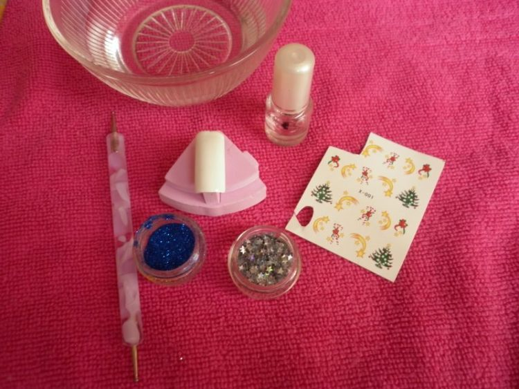 Materiál na vianočné nechty