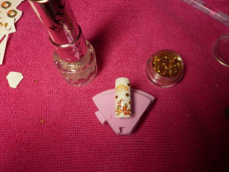 Nanášanie konfiet na nechty